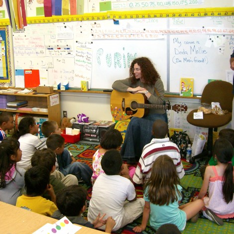 Doda Mollie in the Classroom